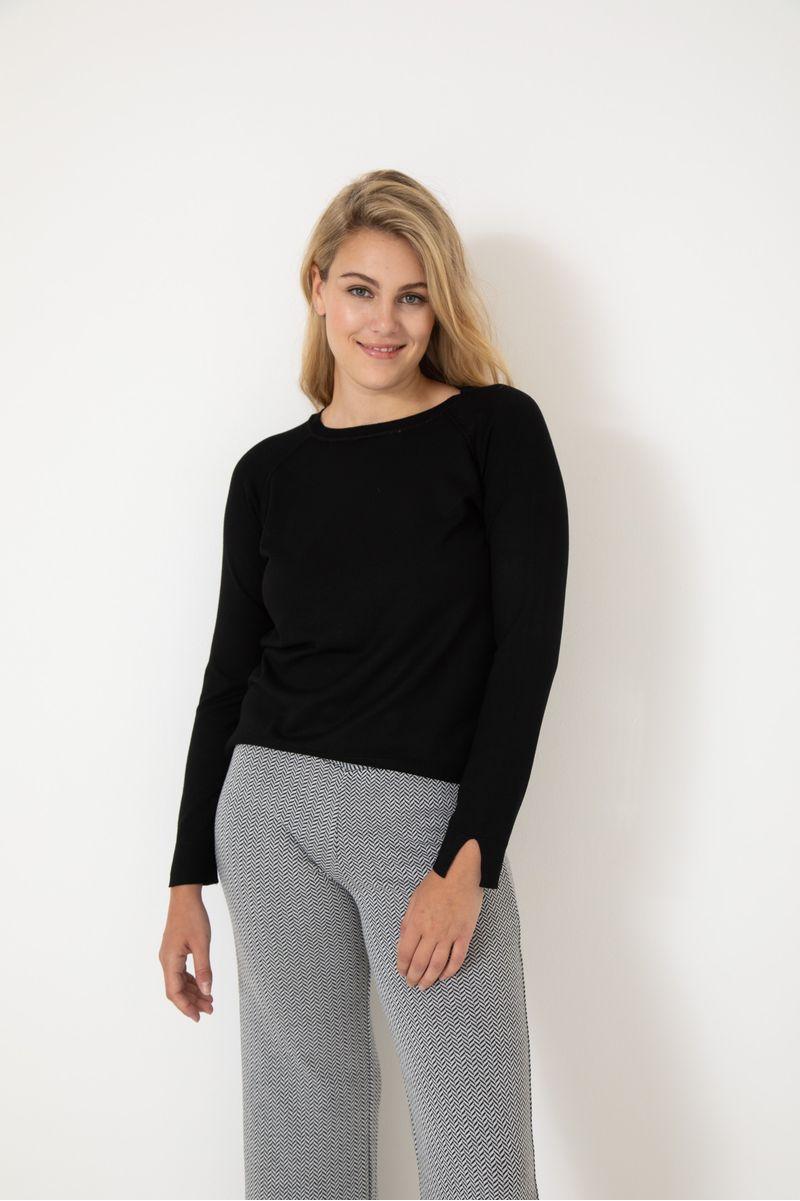 Sweater-Escote-Redondo-Lynn-Negro-02
