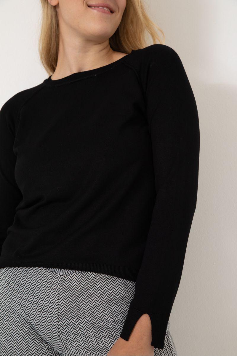 Sweater-Escote-Redondo-Lynn-Negro-04